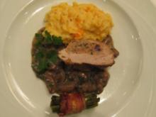 Gefülltes Schweinefilet auf Champignonbett mit Speckbohnen und Kartoffel-Möhrenpüree - Rezept