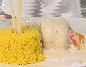 Seezungenröllchen mit Zitronengrasschaum auf Gewürzreis - Rezept