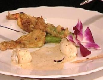 Steinbutt mit frittierten Zucchiniblüten an Dijonsenfschaum - Rezept