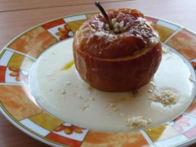 Dessert: Bratapfel gefüllt mit Rosinen und Mandeln - Rezept