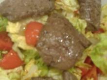 Rinderfiletscheiben auf Salatherzen mit fernöstlichem Dressing - Rezept