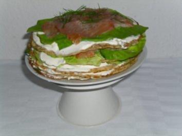 Pfannkuchentorte mit Lachs - Rezept