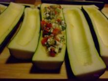 Zucchini mit Gemüsefüllung - Rezept