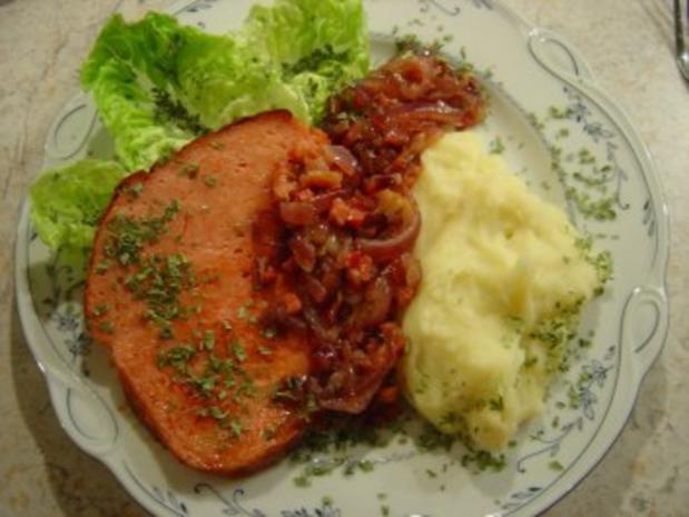 Leberkäse mit roten Zwiebeln und Bacon... einfach und schnell zuzubereiten... - Rezept