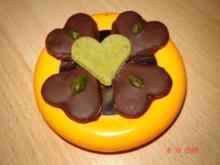 Pistazien-Marzipan-Sterne oder Herzen - Rezept