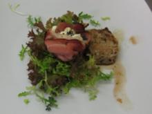Salat mit mildem Ziegenkäse im Speckmantel und Aceto-Dressing - Rezept