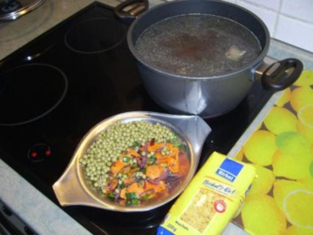 Klare Geflügel-Nudelsuppe - Rezept - Bild Nr. 5