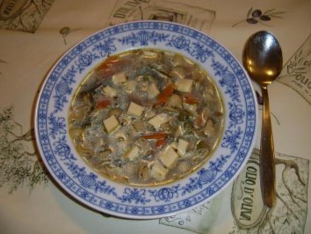 Klare Geflügel-Nudelsuppe - Rezept