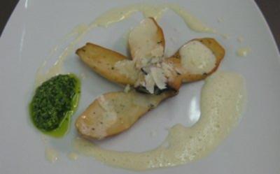 Sautierte Kräuterseitlinge auf Pastinakenschaum mit Rucolapesto und Parmesanspänen - Rezept