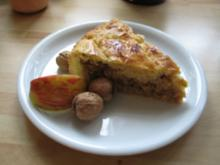 Apfel-Walnuss-Kuchen gedeckt - Rezept