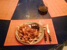 Geflügel: Chili-Putenschnitzel mit Pommes und Bratensoße - Rezept