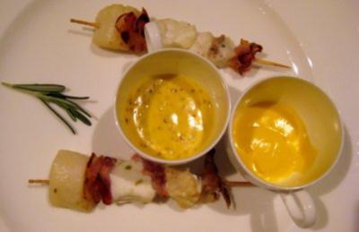Brochettes von Seeteufel, Jakobsmuschel, Steinbeißer und Pancetta an Zitronenbuttersoße und Honig-Senfsoße - Rezept