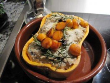 VORSPEISE/GEMÜSE:Butternusskürbis mit Pilzen gefüllt - Rezept
