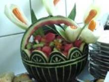 Obstsalat mit eßbaren Kallablüten - Rezept