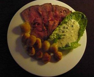 Roastbeef mit Bratkartoffeln und Remouladensauce - Rezept