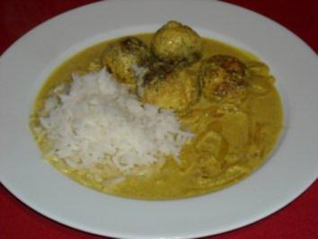 Putenhackbällchen in Curry-Zwiebel-Sauce - Rezept