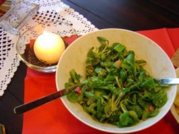 Feldsalat mit roten Zwiebeln - Rezept