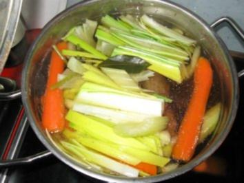 kräftige Rindsuppe mit Fleisch - Rezept