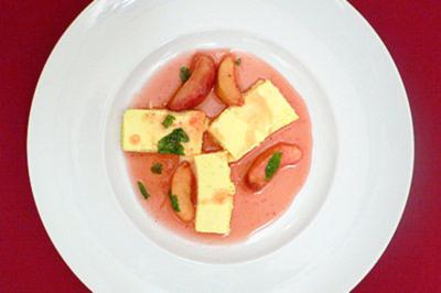 Mascarpone-Limetten-Mousse mit karamellisierten Pfirsichen - Rezept