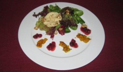 Butternusskürbis und Popped Cranberries auf herbstlichem Blattsalat - Rezept