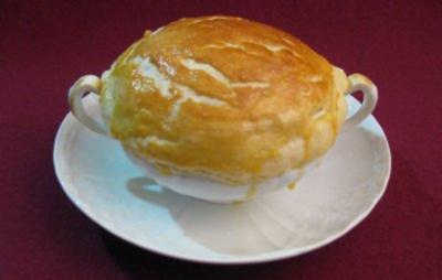 Kartoffelsteinpilzsuppe in Blätterteigmantel - Rezept