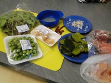 Thaigericht:Filets von Hänchen, Schwein und Rind in grüner Currypaste - Rezept