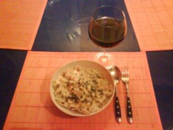 Nudeln: Farfalle Tricolore mit Mangold-Sahne-Büffelkäse - Rezept