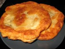 Dinkel-Langos mit Hähnchenhaschee und Knoblauchcreme - Rezept