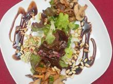 Winzer-Salat mit Köstlichkeiten vom Baum, der Wiese und dem Boden mit Brot u. Schnittlauchbutter - Rezept