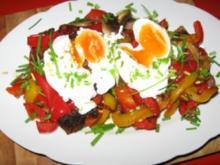 Buntes Gemüse  auf Steinofenbrot+ pochierte Eier - Rezept