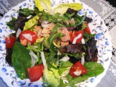 Gemischter salat vorbereiten