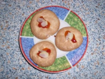 Kokosmakronen mit Hagebuttenmarmelade - Rezept