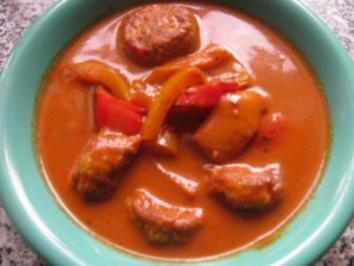 Tomaten-Paprika Süppchen mit Hackbällcheneinlage - Rezept