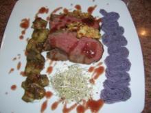 Rinderfilet in der Pinienkernkruste mit Portwein-Schalotten-Butter an Steinpilzen und blauem Kartoffelpürree - HAUPTSPEISE- - Rezept