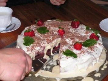 Erdbeer-Vanille-Eistorte - Rezept