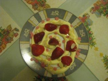 Gestrudeltes Erdbeer-Vanille-Dessert - Rezept