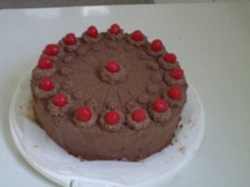 Torten: Schokoladentorte mit Amarenakirschen - Rezept