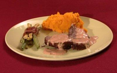 Rinderfilet an Pflaumen-Ingwer-Zimt-Soße mit Kürbismus u. grünen Bohnen - Rezept