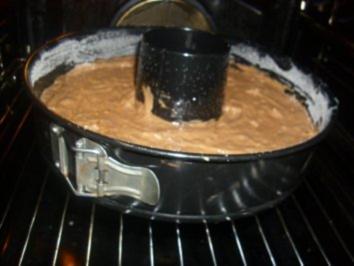 Rezept: Schoko-Gugelhupf Exotisch mit Datteln und Macadamianüsse Nüssen