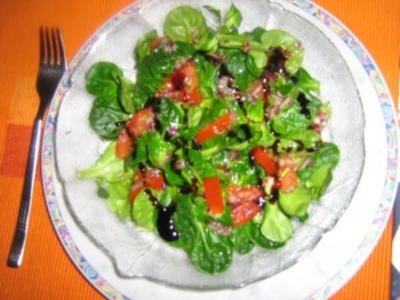 Feldsalat mt einem mediteranen Dressing - Rezept