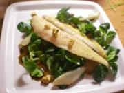 Pangasiusfilet mit Birnen auf Balsamico-Feldsalat mit Walnüssen - Rezept