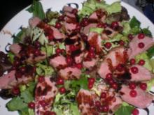 Festlicher Salat von Entenbrust mit Johannisbeeren und Feldsalat - Rezept