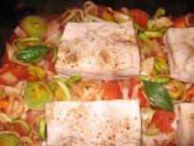 Rotbarschfilet auf Tomaten-Zwiebelgemüse mit Naturreis - Rezept
