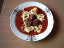 Polpettini mit Tagliatelle und Tomatensoße - Rezept