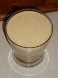 Mandeldrink mit Banane und Datteln - Rezept