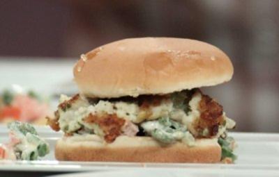 Rotbarsch-Burger de Luxe mit Tautropfensalat (Estefania Küster) - Rezept