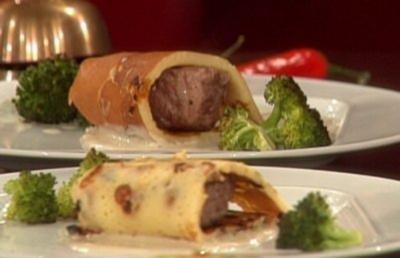Schweinefilet im Aprikosenmantel und Blauschimmelsauce (Giovanni Zarella) - Rezept