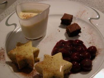 Dessert - Geeiste Zimtsterne an Glühweinkirschen - Rezept
