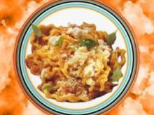 Fusilli alla napoletana (Nudeln mit Tomatensauce) - Rezept