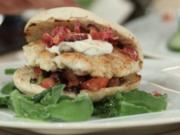 Burger de Luxe vom Rotbarsch mit Tautropfensalat á la Henze - Rezept